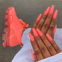 ongles néon corail fluo coffin nails baskets assortis acrylic nails coffin - acrylic nails short - a Neon Coral Nails, Bright Summer Acrylic Nails, Best Acrylic Nails, Coral Acrylic Nails, Summer Nails Neon, Spring Nails, Colourful Acrylic Nails, Summery Nails, Bright Pink Nails