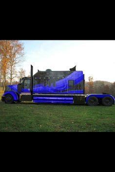 Is it still considered trucking in this bad boy? or is it just a paid vacation in the form of a road trip? haha Show Trucks, Big Rig Trucks, Old Trucks, Custom Big Rigs, Custom Trucks, Custom Cars, Automobile, Monster Trucks, Kenworth Trucks