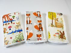 Fox and Woodland diaper Burp Cloth. Ideal for diapering, burping, changing pad or nursing. A set of 3 beautiful baby burp cloths prefect accessories for your drooling baby. They are fashionable and practical, lightweight and easy to roll up and put it in your diaper bag. It also makes a nice baby shower gift. The panel is the perfect size for over the shoulder with extra to spare. Each burp cloth is approximately 18 x 12 is size with a beautiful decorative center panel. *fabric print…