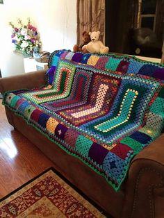 New Knitting Blanket Pattern Scrap 35 Ideas Crochet Bedspread, Crochet Quilt, Crochet Squares, Crochet Home, Crochet Granny, Crochet Blanket Patterns, Scrap Yarn Crochet, Crochet Afgans, Granny Square Blanket