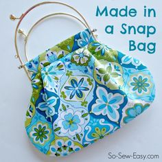 This is the Made in a Snap Bag – and its a quick and easy bag pattern and the latest in the 'My First Bag' series. It's a good bag for beginners to bag-making, although it can be just a little bit tricky in one place, but if you are careful, you can do … Easy Sewing Patterns, Bag Patterns To Sew, Simple Bags, Easy Bag, Snap Bag, Do It Yourself Jewelry, Frame Purse, Bagan, Free Sewing