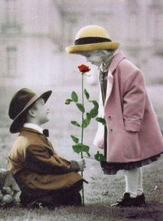 O amor é essa capacidade de ver o outro de forma diferente. No meio de tanta gente, alguém se torna especial para você e você se aproxima. O amor é essa capacidade de retirar alguém da multidão, tirá-lo do lugar comum para um lugar dedicado, especial.    Padre Fábio de Melo