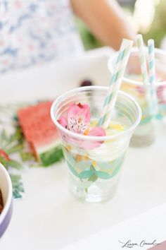 How to host an awesome summer pool party. Don't forget the Wild Turkey American Honey cocktails. Add edible flowers and paper straws to the drinks for that fun tropical look. Babyshower, Farmhouse Table Centerpieces, Summer Diy, Summer Pool, Summer Parties, Tropical Party, Party Entertainment, Animal Party, Luau