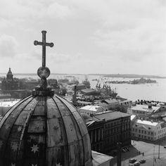 Näköala Tuomiokirkon tornista kaakkoon. Etualalla... Helsinki, Cn Tower, Building, Travel, Viajes, Buildings, Destinations, Traveling, Trips
