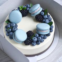 Pretty Cakes, Cute Cakes, Macaroon Cake, Berry Cake, Painted Cakes, Best Breakfast Recipes, Food Decoration, Cake Decorating Techniques, Cakes For Boys