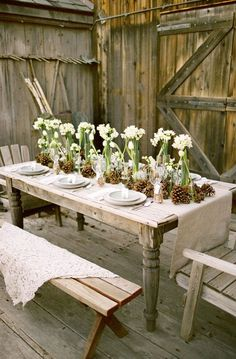 Exciting Table Decorations For Christmas Party: Impressive Outdoor Holiday Table Decorating Ideas: Exciting Outdoor Christmas Table Settings Traditional Dining Tables And Chairs Made Of Wood Gives The Impression Of Natural And Unique Rustic Garden Party, Rustic Gardens, Party Garden, Garden Parties, Deco Champetre, Deco Floral, Weekend Projects, Diy Projects, Outdoor Dining