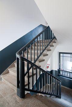 berlin 2008 - ronald s. lauder foundation - jewish - staircase - black - treppenhaus - schwarz