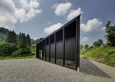 Australian architect Andrew Burns completed a pointy gallery and studio for artists-in-residence in Japan to replace one that was destroyed during a major earthquake.