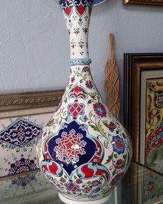 Nevlale Çini'in Instagram gönderisi • 22 Şub, 2017, 7:52ös UTC Easy Pencil Drawings, Easy Flower Drawings, Drawing Flowers, Ceramic Design, Beautiful Drawings, Ceramic Painting, Tile Art, Pottery Vase, Islamic Art