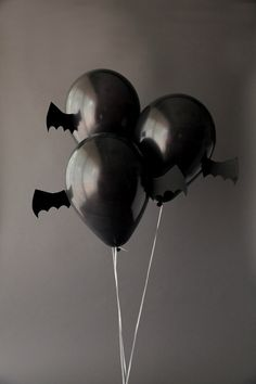 ~ DIY Halloween Bat Balloons ~