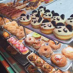 A pessoa me vem no California Donuts e compra TRÊS dessas coisas maravilhosas enquanto eu fico olhando e como salada  (mentira, eu provei um pedacinho do panda e é uma delicia )
