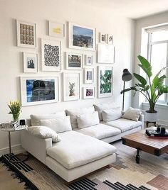 Genius Small Living Room Decor Ideas And Remodel for Your First Apartment living Decor, Small Living Room Decor, Gallery Wall Living Room, Interior Design, Living Room Wall, Apartment Living Room, Living Decor, Home Decor, Apartment Decor