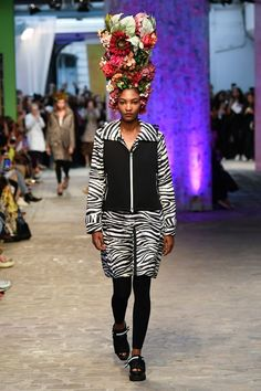Discover TATRAS' Spring Summer 2020 Layers collection that explores the trinity of science, creation and nature, presented in Paris. Paris Fashion, Runway Fashion, Fashion Show, Chanel, Vogue Paris, Miu Miu, Alexander Mcqueen, Louis Vuitton, Paris Shows