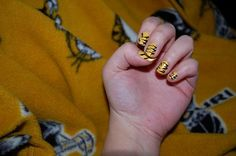 I think I'll be getting my nails done like this for football season!!  Sandra you in?!?!