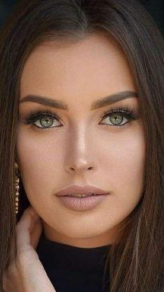 Stunning Eyes, Pretty Eyes, Interesting Faces, Eye Make Up, Photomontage, Woman Face, Dark Hair, Green Eyes, Pretty Woman