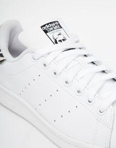 sports shoes 20d7f 25b44 Imagen 3 de Zapatillas de deporte con estampado animal blanco Stan Smith de Adidas  Originals Comprar