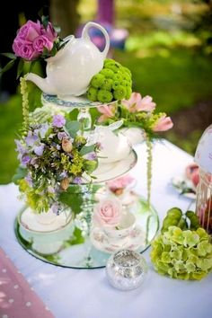 Garden Party Centerpieces Alice In Wonderland Ideas Easter Table Decorations, High Tea Decorations, Afternoon Tea Party Decorations, Brunch Party Decorations, Spring Decorations, Graduation Decorations, Garden Decorations, Wedding Decorations, Deco Floral