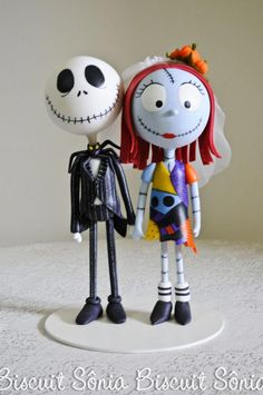 Sônia Biscuit: Jack e Sally - The Nightmare Before Christmas Halloween Clay, Halloween Jack, Halloween Crafts, Halloween Ornaments, Polymer Clay Dolls, Polymer Clay Miniatures, Polymer Clay Crafts, Fondant Figures, Clay Figures