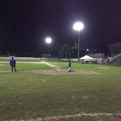 Escárcega, Campeche (www.leones.mx / Mario Serrano) 19 de noviembre.- En un juego de alto voltaje los Leones vencen 10-8 a Piratas para segu...