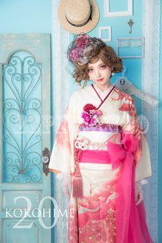 ココヒメ成人式(前撮り・当日撮り) | 京都市成人式会場より徒歩10分 Long Sleeve Kimono, Modern Kimono, Japanese Outfits, Kokoro, Japanese Beauty, Yukata, Japanese Kimono, Japanese Culture, Kimono Fashion