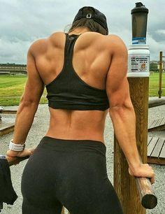Black Mamba Fatburner für superschnelle Ergebnisse! #Bodybuilderin #Muskeln #Bizeps