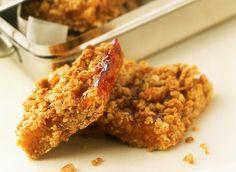 Les ingrédients pour faire cette recette de barres de muesli maison : muesli, cassonade, noisettes, abricots secs, miel liquide, cannelle, beurre et huile.