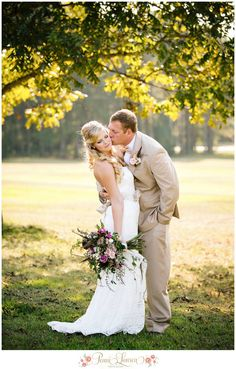 Bride groom wedding photo southern the columns at TANGARRAY fall antique