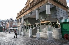Spectacular Optical Illusion In London's Covent Garden by Alex Chinneck - iCreatived
