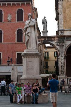 Piazza dei Signori e Dante Alighieri (Verona, Italy)