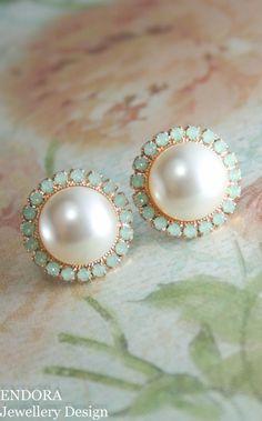 Boda pendientes de la perla rosa aretes de oro por EndoraJewellery