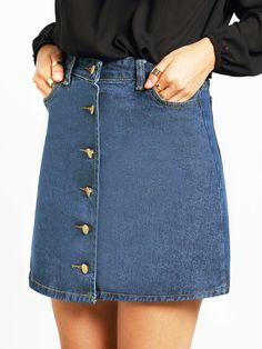 Trendy denim skirt is perfect to wear with a black off the shoulder top! Size Available :S,M,L Length(cm) :S:38cm,M:39cm,L:40cm Waist Size(cm) :S:66cm,M:70cm,L:74cm Pattern Type :Plain Silhouette :A L