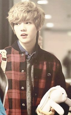Luhan and his bunny ;3 how pretty....