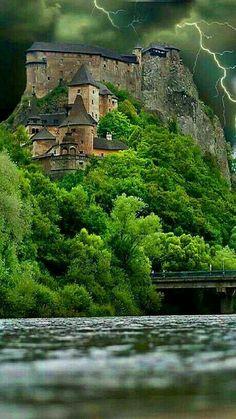☆  Castillo de Orava, Eslovaquia. M. Montiel).