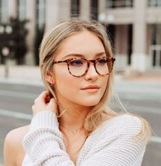 Glasses For Oval Faces, Cute Glasses Frames, Womens Glasses Frames, New Glasses, Girls With Glasses, Eyeglasses For Women Round Face, Square Face Glasses, Stylish Glasses For Women, Glasses Style