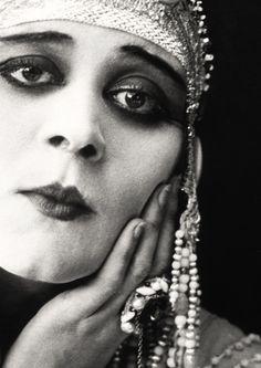 "Theda Bara - ""Cleopatra"" (1917) - Costume designer : George James Hopkins"