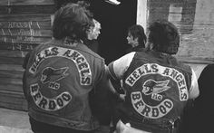 Quando Bandidos e Hells Angels si fecero la guerra in Alto Adige Hells Angels, Bad Boy Style, Tony Soprano, Vintage Biker, Motorcycle Clubs, Biker Clubs, Biker Patches, Jesse James, Biker Chick