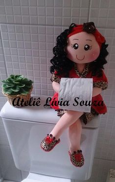 Geri Dönüşüm Projeleri Felt Crafts, Diy And Crafts, Diy Toilet Paper Holder, Fabric Animals, Creation Couture, Animal Pillows, Fabric Dolls, Doll Patterns, Beautiful Dolls