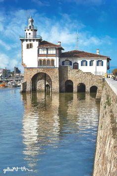 Faro de Arriluce Getxo Spain