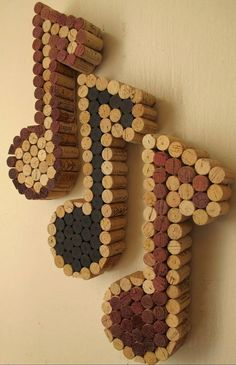 Wine cork musical notes are a lovely DIY decoration for a wine lover's music room. #craft #home #decor