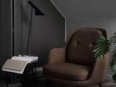 Sisustussuunnittelija ja bloggaaja Susanna Vento toi makuuhuoneeseen rauhallisen tunnelman tummilla sävyillä Color Now 2017 Clay –värikokoelmasta. Tehosteseinän avulla muutat vaivattomasti huoneen tunnelmaa!