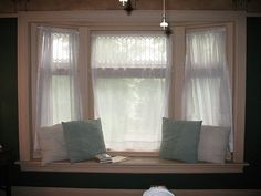 The bay window with window seat in the Craftsman room. Nice place to read & write! Window Seat Cushions, Window Benches, Window Seats, Bay Window Design, Bay Window Treatments, Home Hacks, New Room, Home Bedroom, Bay Windows