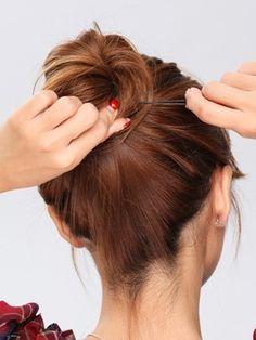 左手で毛先をもって Low Bun Hairstyles, Bobby Pins, Hair Beauty, Hair Accessories, Hair Styles, Hair Plait Styles, Hair Makeup, Hairpin, Hair Accessory