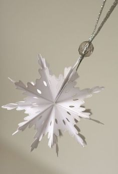 Notable Nest: Foldable Snowflake Ornament - a tutorial on how to make these foldable ornaments Christmas Ornaments To Make, Christmas Paper, All Things Christmas, Christmas Holidays, Christmas Decorations, Christmas Balls, Holiday Decor, Paper Ornaments, Snowflake Ornaments
