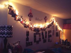 Ooh, i love the clothesline for the pictures :O Dorm Life, College Life, Dream Rooms, Dream Bedroom, Christmas Lights In Room, College Crafts, Dorm Stuff, Teen Bedrooms, Cute Bedroom Ideas