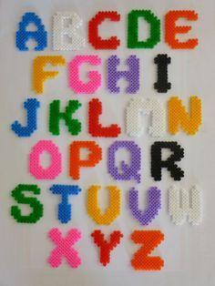 Alfabeto con cuentas Pyssla o Hama beads
