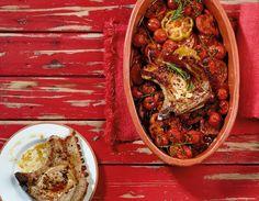 Geschmort werden Tomaten noch aromatischer und bringen das Kotelett ganz groß raus.