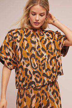 Love this bold leopard top! Textile Prints, Textile Design, Textiles, Fabric Design, Pattern Fabric, Fashion Fabric, Fashion Prints, Fashion Design, Edgy Outfits