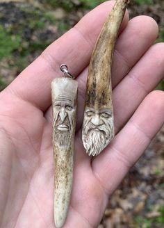 Antler Crafts, Antler Art, Wood Crafts, Fun Crafts, Wood Carving Faces, Bone Carving, Antler Knife, Dremel Carving, Knife Patterns