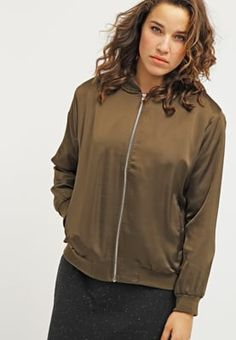 Die perfekte Jacke für einen lässigen Style. New Look Curves Bomberjacke - dark…