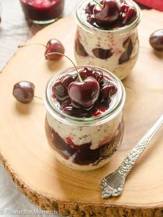 Cherry Pie Chia Overnight Oats are creamy overnight oats with chia seeds and homemade cherry pie filling. These are summers best overnight oats! Flavor the Moments Best Overnight Oats Recipe, Easy Overnight Oats, Banana Split, Breakfast Bowls, Breakfast Recipes, Breakfast Ideas, Power Breakfast, Mexican Breakfast, Breakfast Sandwiches